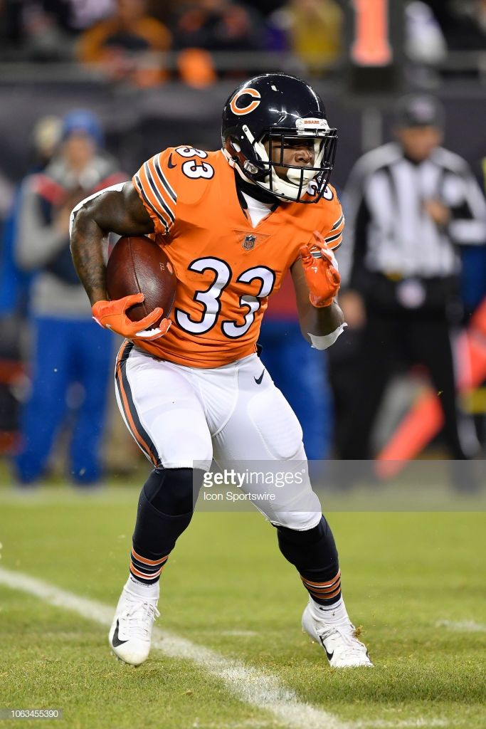 Chicago Bears Running Back Taquan Mizzell Runs With The Football In Chicago Bears Chicago Sports Football