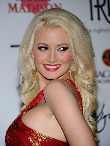 http://images5.fanpop.com/image/photos/27400000/Holly-holly-madison-27498611-446-594.jpg