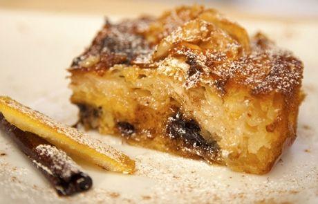 Εύκολη γλυκιά απόλαυση. Μια εύκολη συνταγή για μια υπέροχη σιροπιαστή πατσαβουρόπιτα με γιαούρτι και σοκολάτα. Πηγή:http://www.cretanfoodnews.gr/
