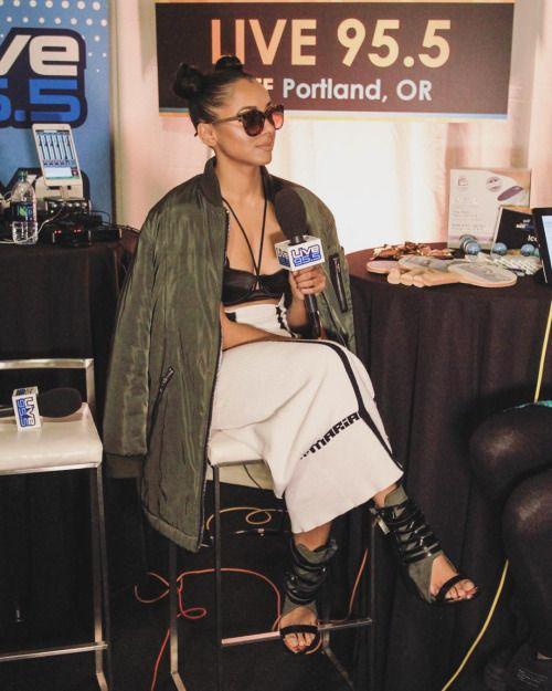 katgraham: #AMAs backstage radio this am @ivykirzhner @mariakefisherman @topshop @foster_grant_sunglasses  #RoxburyDrive