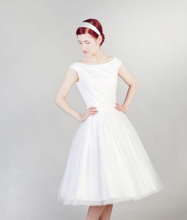29 best Dresses images on Pinterest | Wedding frocks, 50s style ...