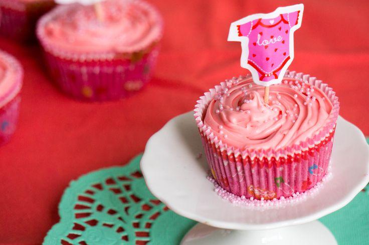 Organiseer je een baby shower voor een meisje dan mag deze baby girl cupcake absoluut niet ontbreken. Een mooie roze cupcake voor de zwangere!