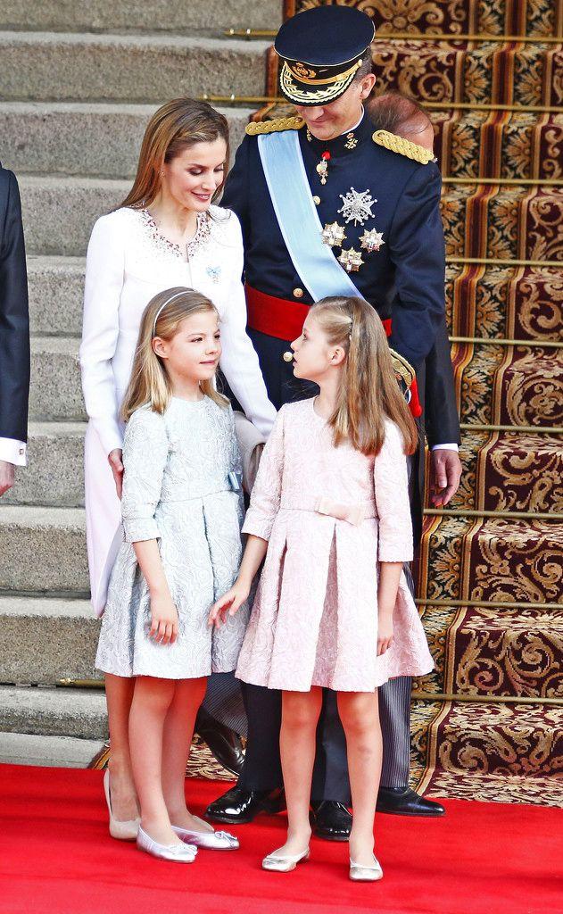 hrhroyalty:   Installation of King Felipe, June 19, 2014-The Spanish Royal Family:  Queen Letizia, King Felipe, Infanta Sofía and the Infanta de los Asturias Leonor