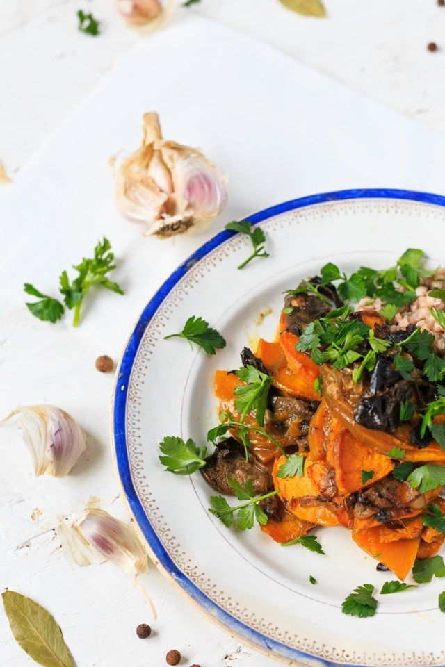 Roasted pumpkin with mushrooms - vegan lunch