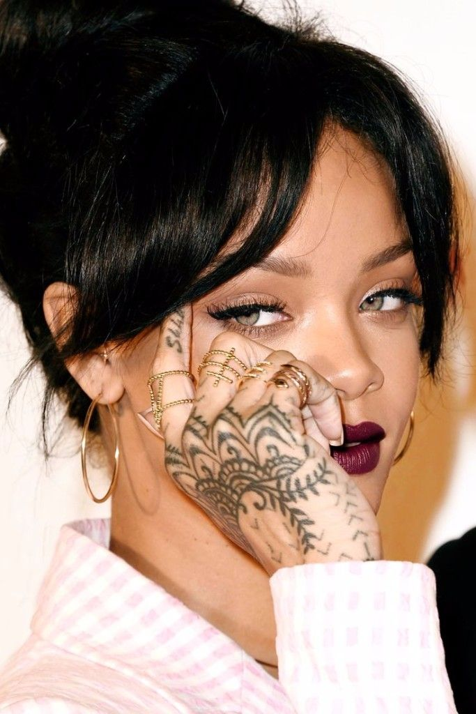 rihanna unhappy with new maori ink covers it up with - HD800×1091