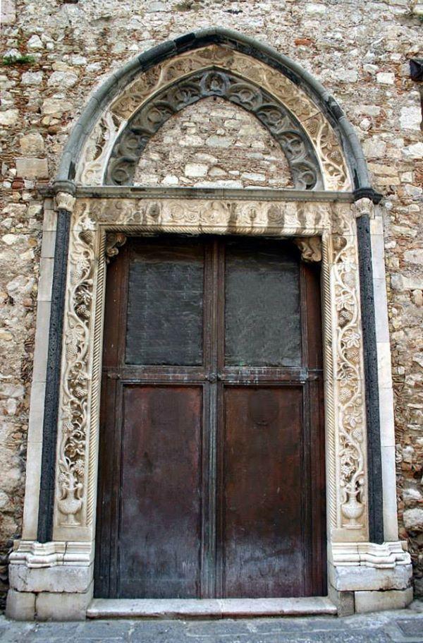 Taormina - Duomo - Porta laterale