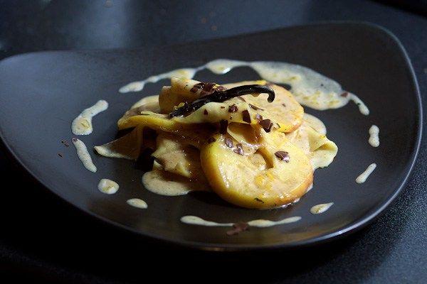 Vanille-Nudeln mit karamellisierten Amaretto-Äpfeln