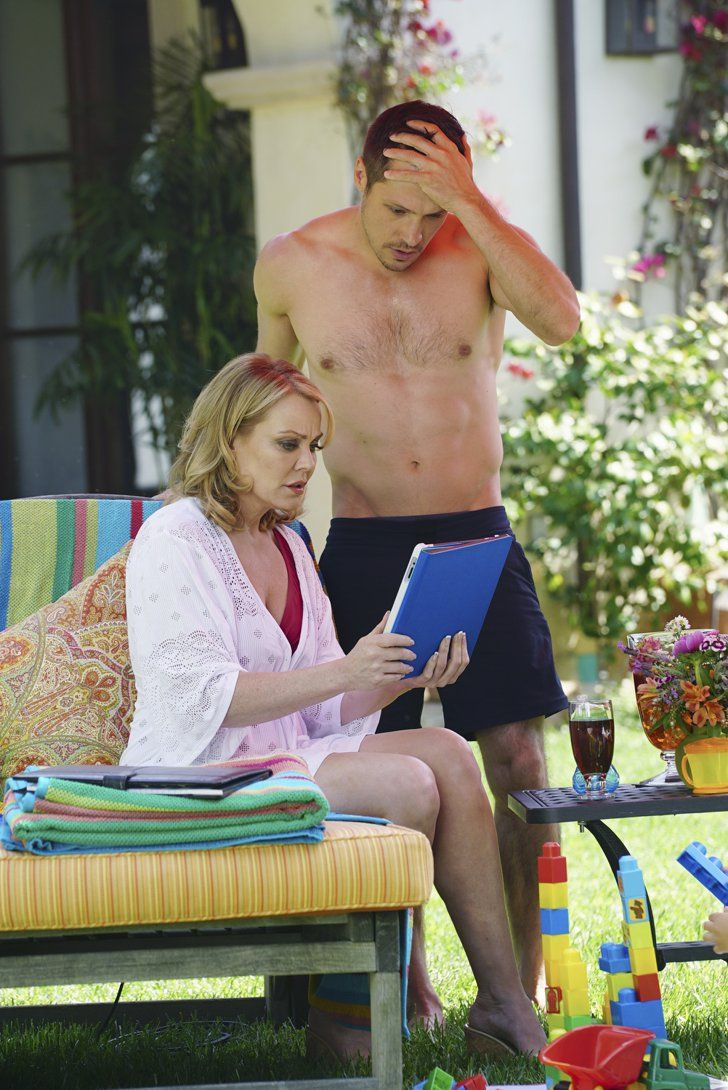 Pin for Later: The Best Shirtless TV Moments From 2015 Revenge Here's a good standing view. Stevie (Gail O'Grady) is there too, but whatever.