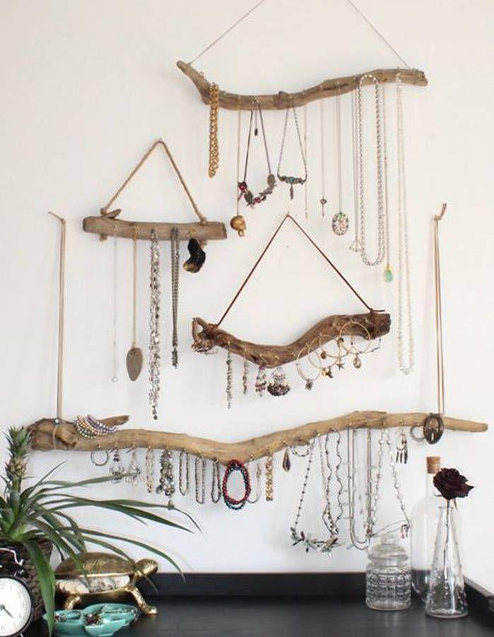 Créer des portes-bijoux via du bois flotté, des crochets et de la ficelle