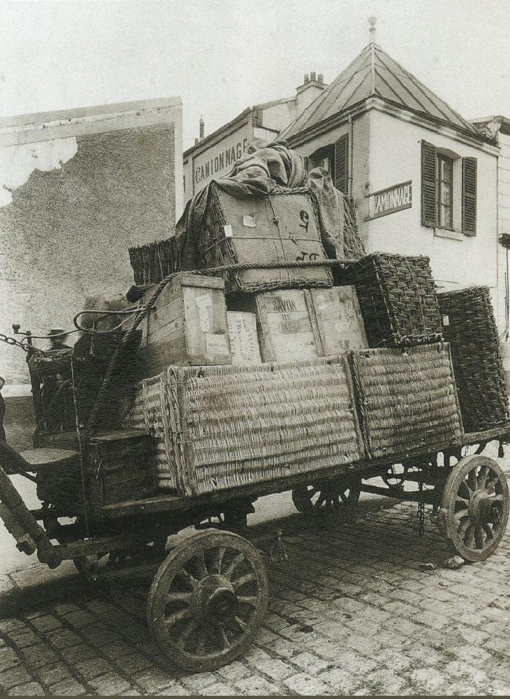 """La Voiture dans le Paris d'antan par Eugène Atget - Un """"camion de chemin de fer de l'Etat"""", en 1910."""