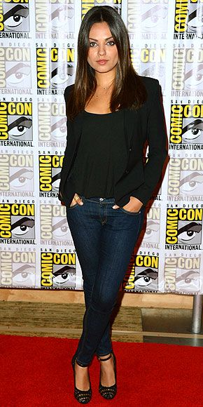 MILA KUNIS: Date Night, Comic Con, Casual Style, Skinny Jeans, Mila Kunis, Red Carpets, Milakuni, Comic Con, Black Blazers
