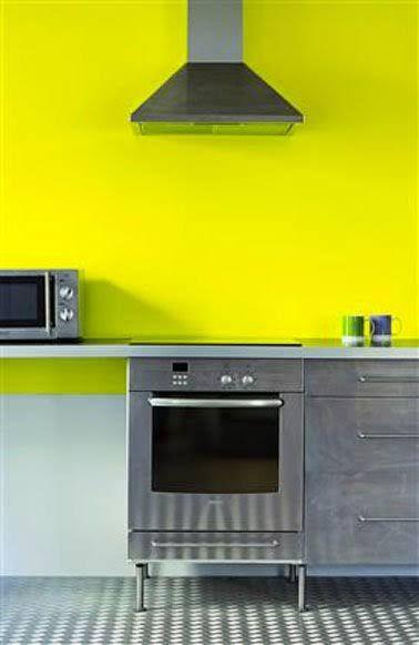 peinture  cuisine couleur jaune vif et meubles alu gris