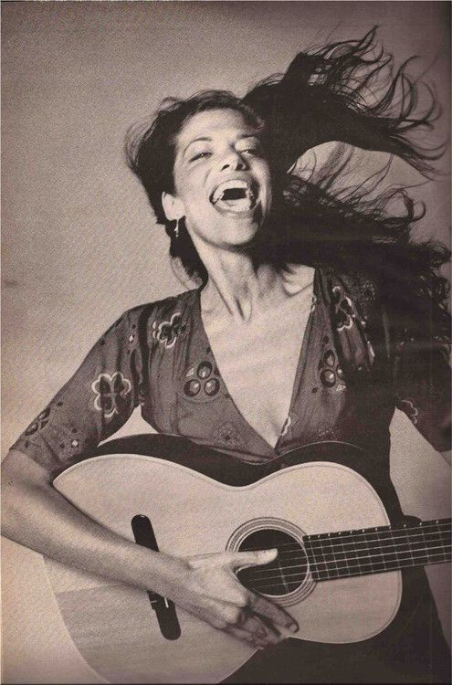 Carly Simon - She writes for women! She is  great. Wonderful shot!