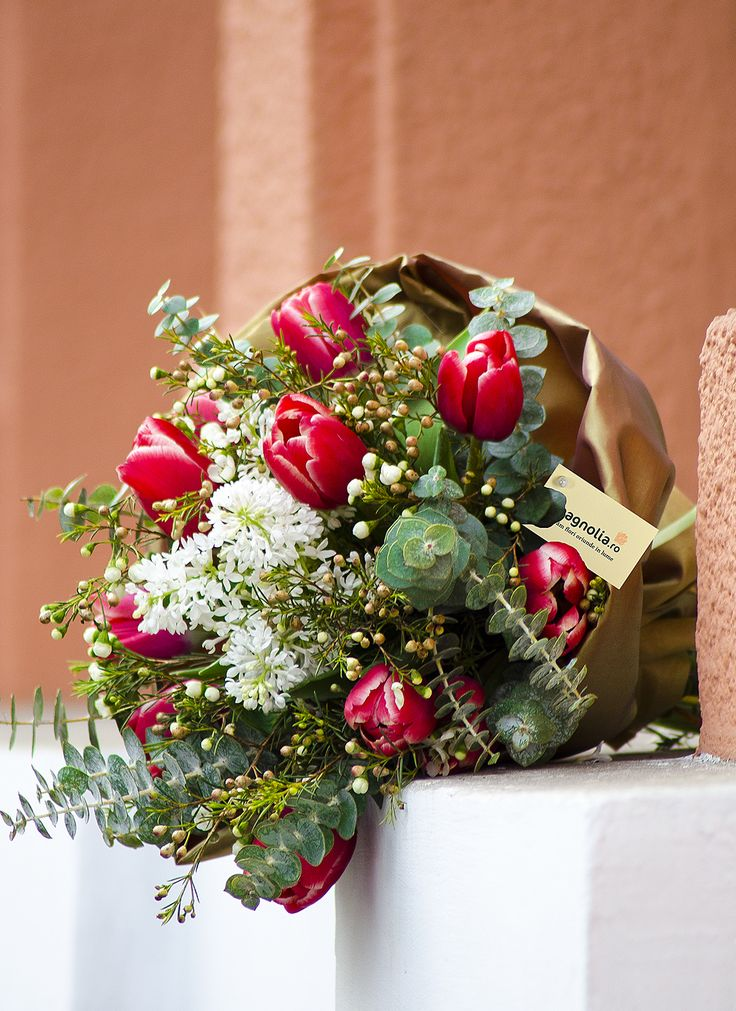 Red tulips bouquet with eucalyptus.  Buchet cu lalele roşii si eucalipt