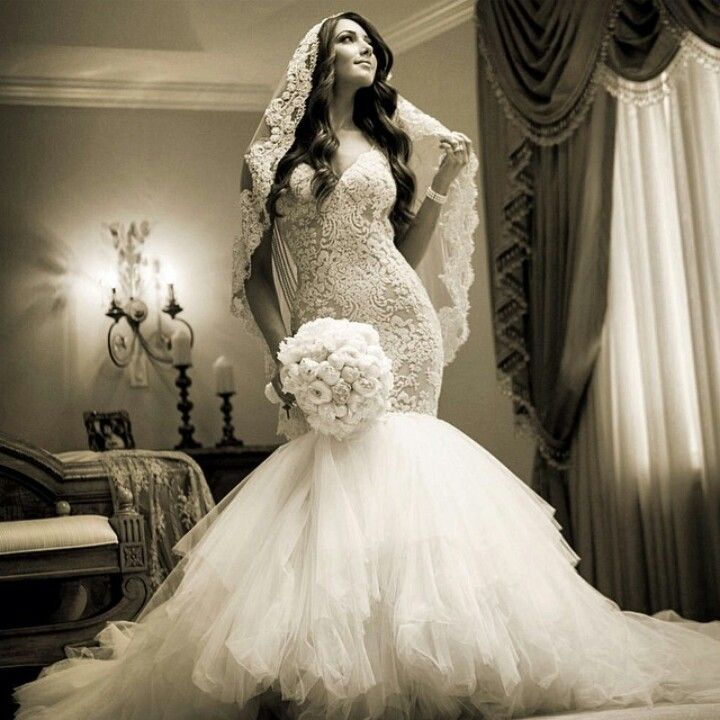 I love her hair and Spanish veil. I'm obsessed with this wedding day look!  ♥ I love ghalia lahav!