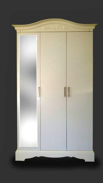 Kombinált fehér szekrény. Ha netalán érdekel a véleményem, gyönyörű.