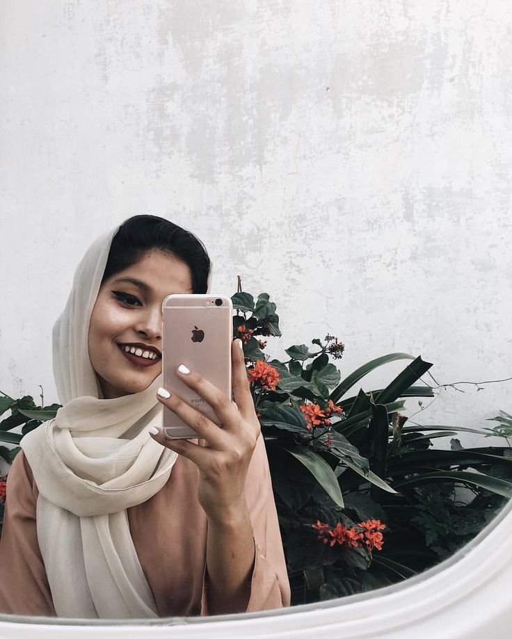 (i just got a new phone and it's so pretty uGH) instagram photo by noor unnahar // mirror selfie aesthetics hipsters mipster muslim style fashion tumblr indie grunge photography ideas inspiration //