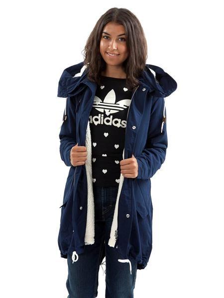 Весенняя голубая куртка для девушек