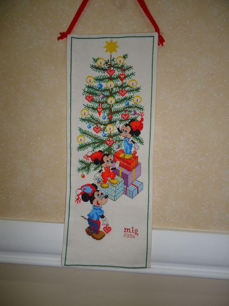 Banner . Mickey setting the Christmas tree. Maigualida Lanz