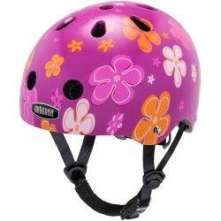 Sød BabyNutty cykelhjelm til piger.  #BabyNutty #Nutcase #Cykelhjelm #HjelmeTilSmåPiger #CykelhjelmTilPiger #PinkCykelhjelm #CykelhjelmMedBlomster #Cykel #BørnITrafikken