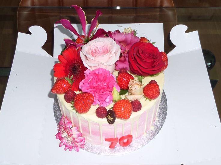 Bloemen aardbeien taart voor mijn moeder haar 70-ste verjaardag!