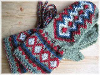 Design: A traditonal Sami/Finnish design, pattern written by Mari Olki in her books, Pirkanmaan kotityö Oy in Taito magazine, and Helmi Vuorelma in Suuri Käsityölehti magazine.