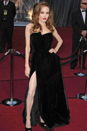 ANGELINA JOLIE Tom Rider, Wanted o Sr. y Sra. Smith son solo algunas de las películas que ha protagonizado la exótica actriz que comparte su vida con Brad Pitt.