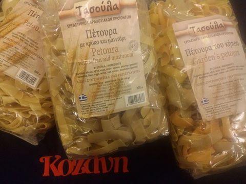 για... Ένα τραπέζι Κοζάνη.. Ένα τραπέζι Ελλάδα.. ζυμαρικά με αγνά υλικά της Δυτικής Μακεδονίας που αξιοποιούν την πολύχρονη παράδοση της Κοζάνης στα ζυμαρικά, όπως Πέτουρα, Λαζάνια, Τραχανάς, Πληγούρι, Χυλοπίτες με Κρόκο & Βασιλικό μανιτάρι, φύλλα Περέκ, Μαννιταροπίλαφο. *Κοζανίτικα παραδοσιακά ζυμαρικά «Τασούλα», από το 1990.
