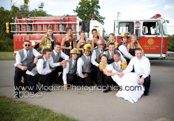 Google Image Result for http://modernphotographics.com/blog/wp-content/uploads/2008/09/lansing_wedding_photography_modern_photographics_1.jpg