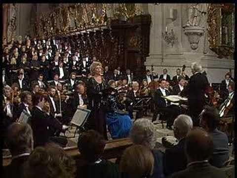 Mozart - Great Mass in c minor kv. 427  1. Kyrie  Soprano: Arleen Auger Chor und Symphonieorchester des Bayerischen Rundfunks. Director: Leonard Bernstein.