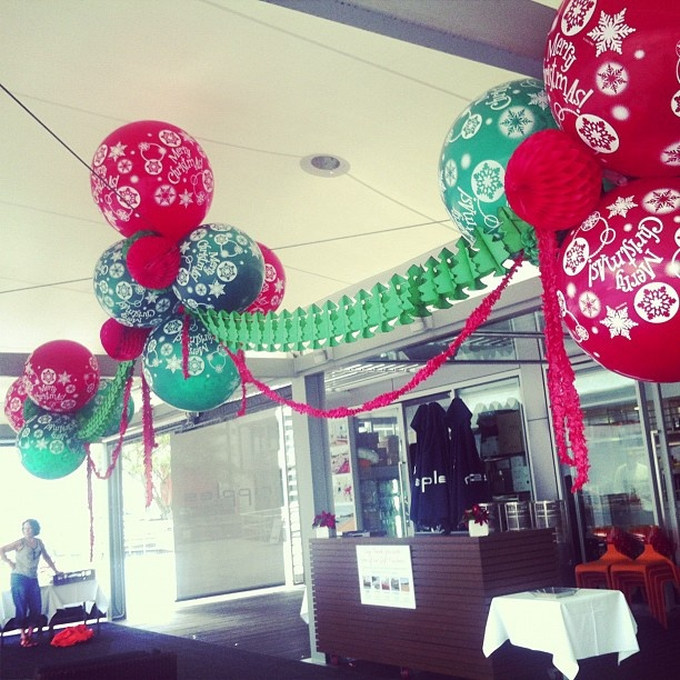 10 best images about chandelier on pinterest balloon for Balloon chandelier decoration