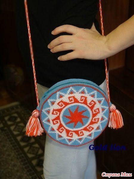 Здравствуйте, мои дорогие любительницы круглых сумочек! Меня зовут Татьяна, ко мне на ты.  Многим понравились сумочки, связанные для девчонок-близняшек http://www.stranamam.ru/