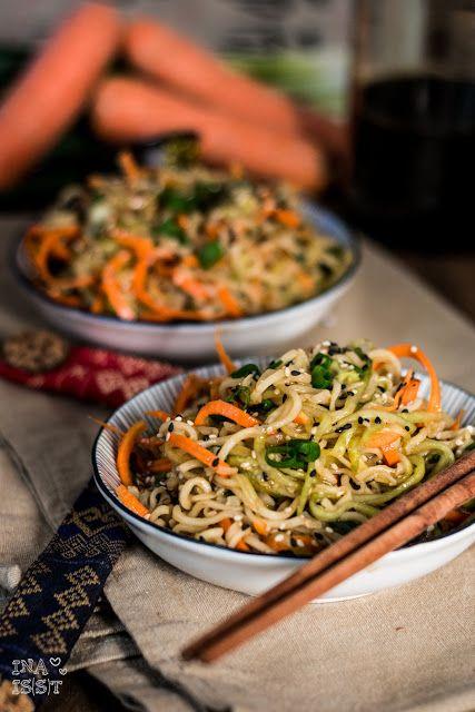 Ina Is(s)t: Asiatscher Sesam-Nudelsalat mit Gurke und Möhre /// Asian sesame…