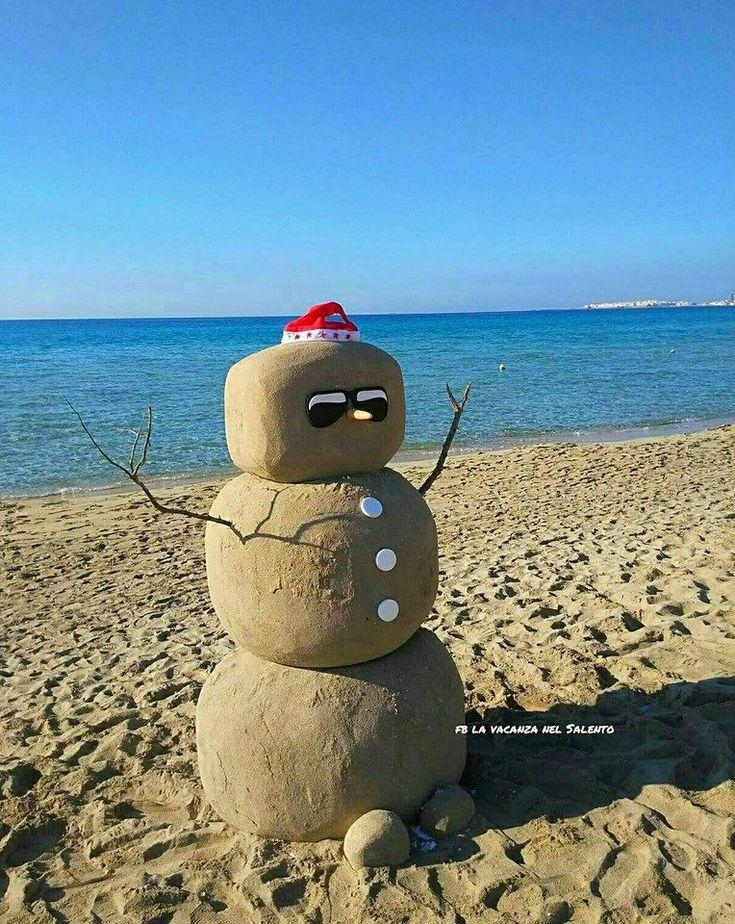 Natale al mare: in Salento i pupazzi non si fanno di neve ma di sabbia