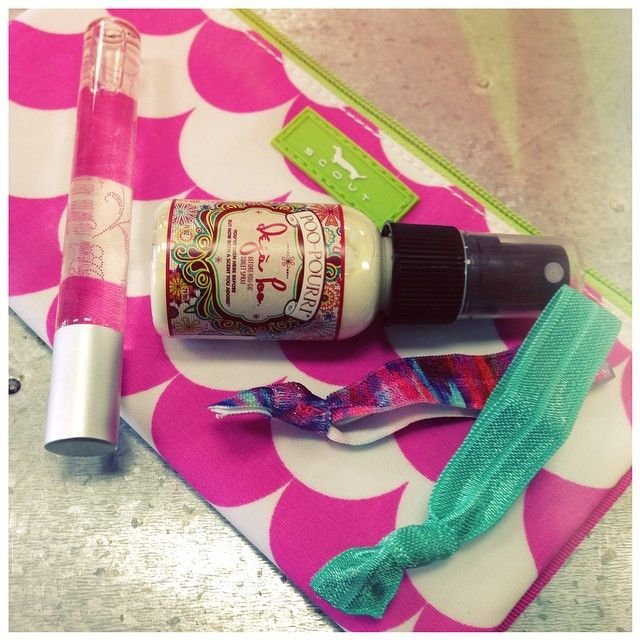 What's in your Kate Wristlet? Such a cute photo by Kademi located in Philadelphia, MS!