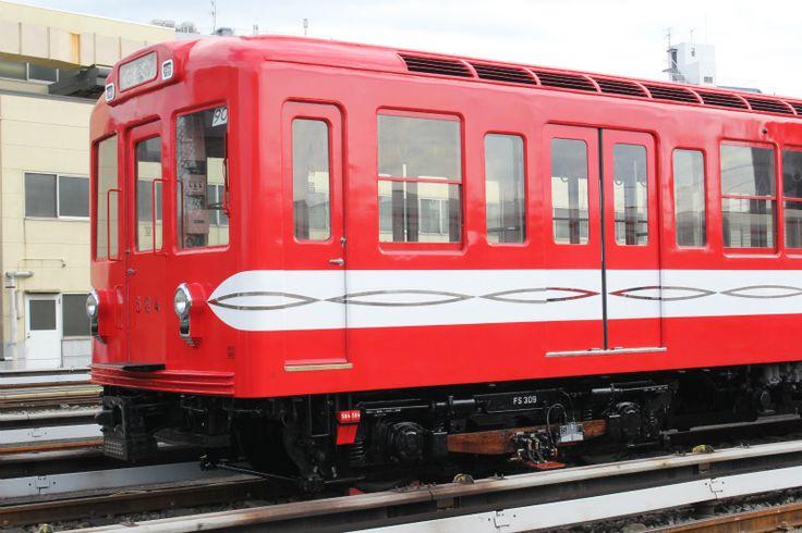 """東京メトロは27日、丸ノ内線500形の報道公開を実施した。アルゼンチン・ブエノスアイレス地下鉄で20年以上活躍し、2016年7月に""""里帰り""""した同車両の1次補修が完成したことを受け、中野車両基地にて車両除幕式やトークセッションなどが行われた。"""