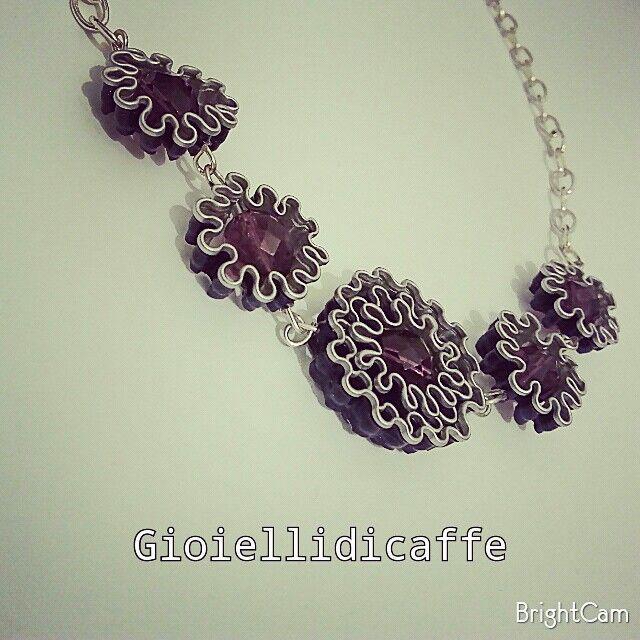 Collana Perle Fiorite - Collana con capsule Nespresso viola Arpeggio e perle in vetro viola.