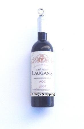 RESIN - VINFLASKE RES-0001 - BRUNFlotte vinflasker i fargen gyllen brun. Etikkettene på flasken kan variere noe4 stk i hver pakke. Måler ca 5,2 lang X 1,5 CM bred