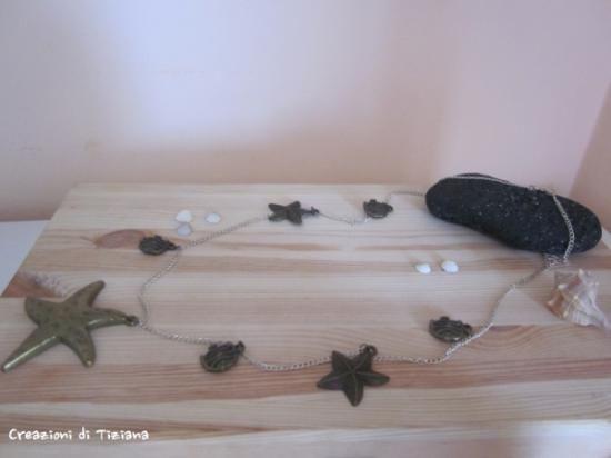 collana lunga con stella e pesci in metallo in completo stile marinaro