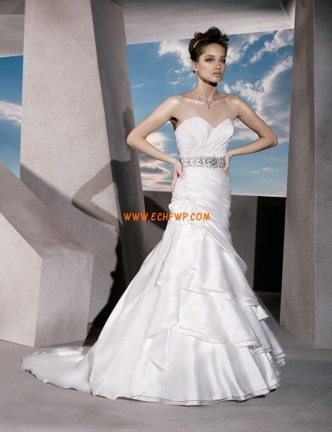 Court uszály Fordított háromszög Fűzős Menyasszonyi ruhák 2014