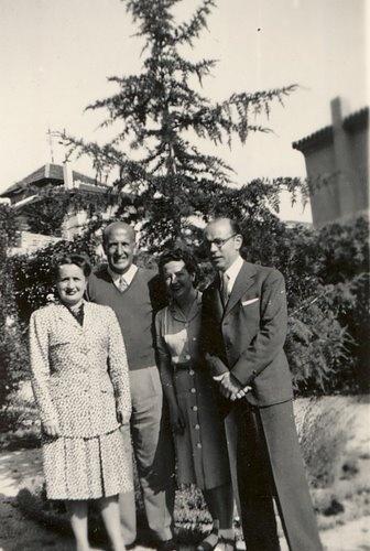 De izquierda a derecha, Amanda Junquera, Vicente Aleixandre, Carmen conde y Joaquín de Entrambasaguas, en Velingtonia (Madrid), 1 de junio de 1944.