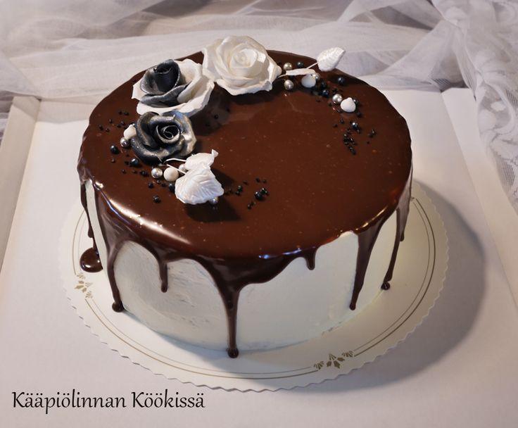 Kääpiölinnan köökissä: Mansikka-kinuskikakkua suklaaganachella ♥