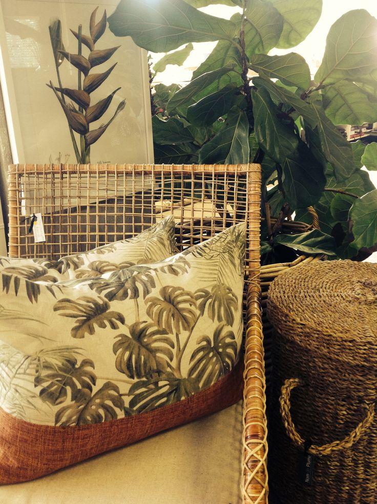 Nom de plume studio Tropical leaves, natural textures