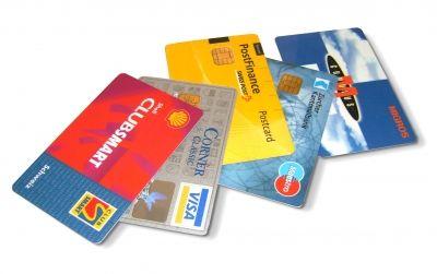 Bezahlen mit der Kreditkarte – ist dies wirklich sicher?  Wir kennen das doch alle – bezahlen mit Kreditkarte ist einfach und bequem. Die Banken und die Kreditkartenfirmen lassen uns in dem Glauben, dass dies auch absolut sicher ist. Dem ist jedoch nicht so. http://der-seniorenblog.de/produkte-senioren/verbraucherinfos-sonderangebote/       manwalk - pixelio.de