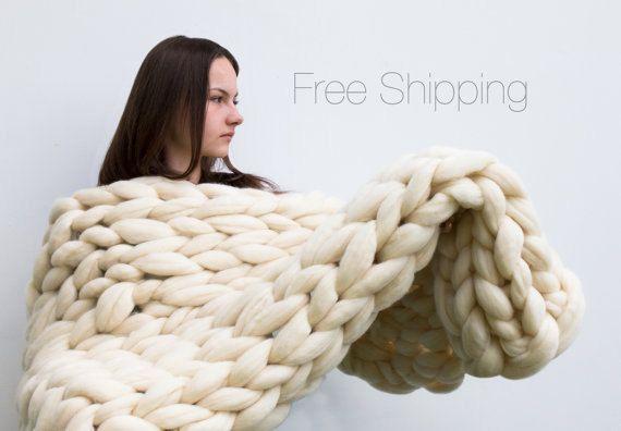 Un point de la couverture de mega est de 3 inches  -Haute qualité -Tricot énorme à lordre -Très chaude -Confortable -100 % laine mérinos