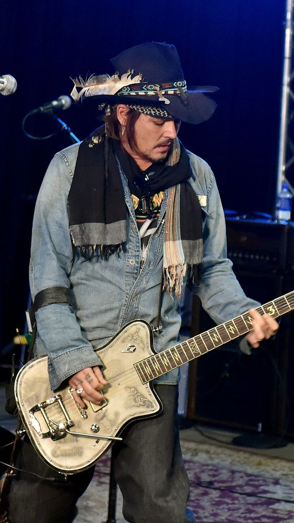 Johnny Depp of the Hollywood Vampires rehearses.