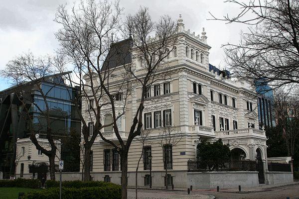 Palacetes de Madrid: PALACETE DE DON EDUARDO ADCOCH- Paseo de la Castellana, 37. José López Salaberry, 1905 -1906. Ampliado con un nuevo edificio en 2005. Actual sede de la Fundación Rafael del Pino