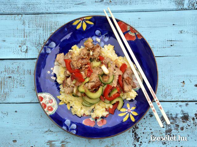 Gyömbéres, uborkás sertésszűz tojásos rizzsel