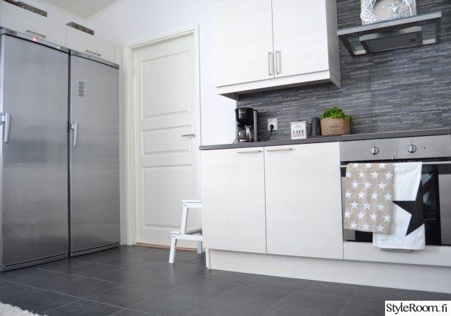 keittiö,moderni,vaalea sisustus,skandinaavinen,harmaa,valkoinen,keittiön pikkutavarat,keittiön tasot,keittiön kaapit