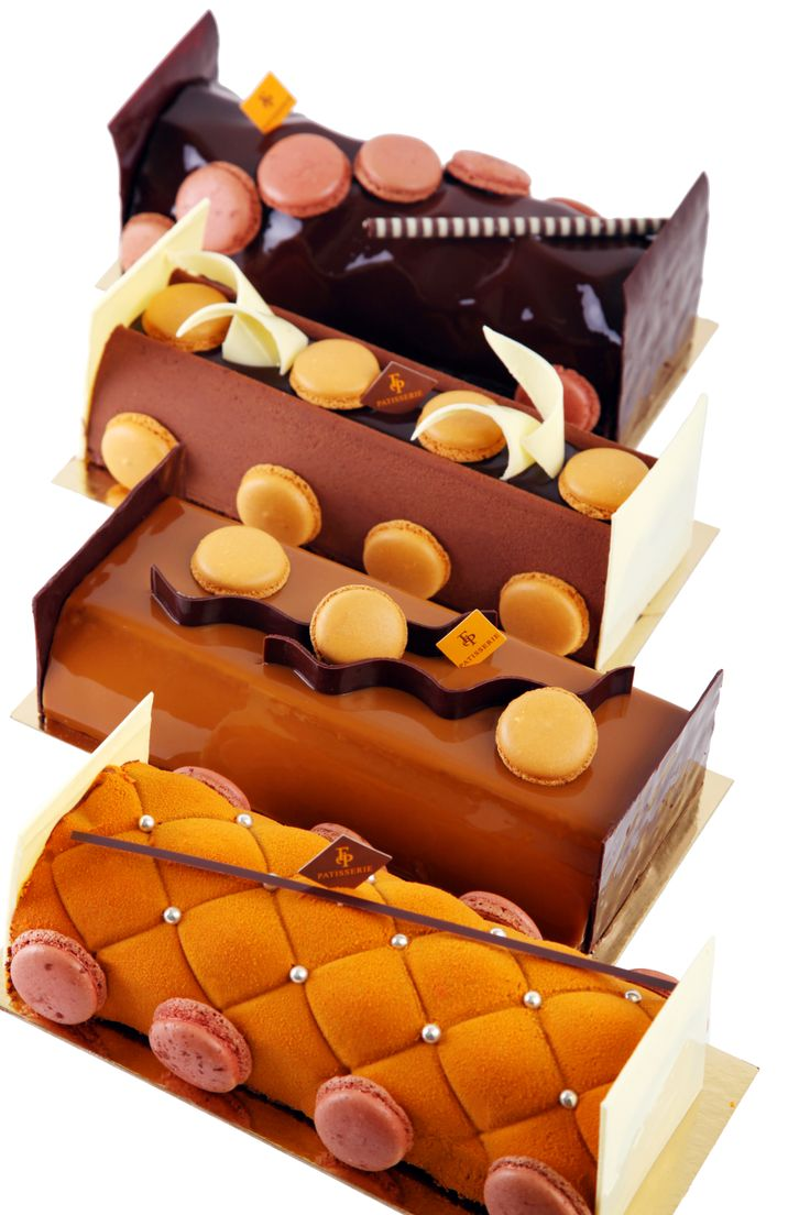 Payard proposes for Christmas these 4 original and tasty logs - Louvre log - Chestnut Pear log - Chocolate Mandarin Log - Chocolate Caramel Log.  Which one will be you favorite ??